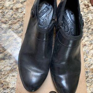 Sofft parveen black boots. Size 39.5 med